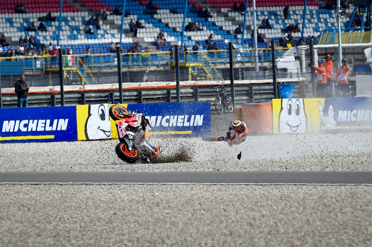 96 gp08 19 lorenzo crash assen.gallery full top fullscreen