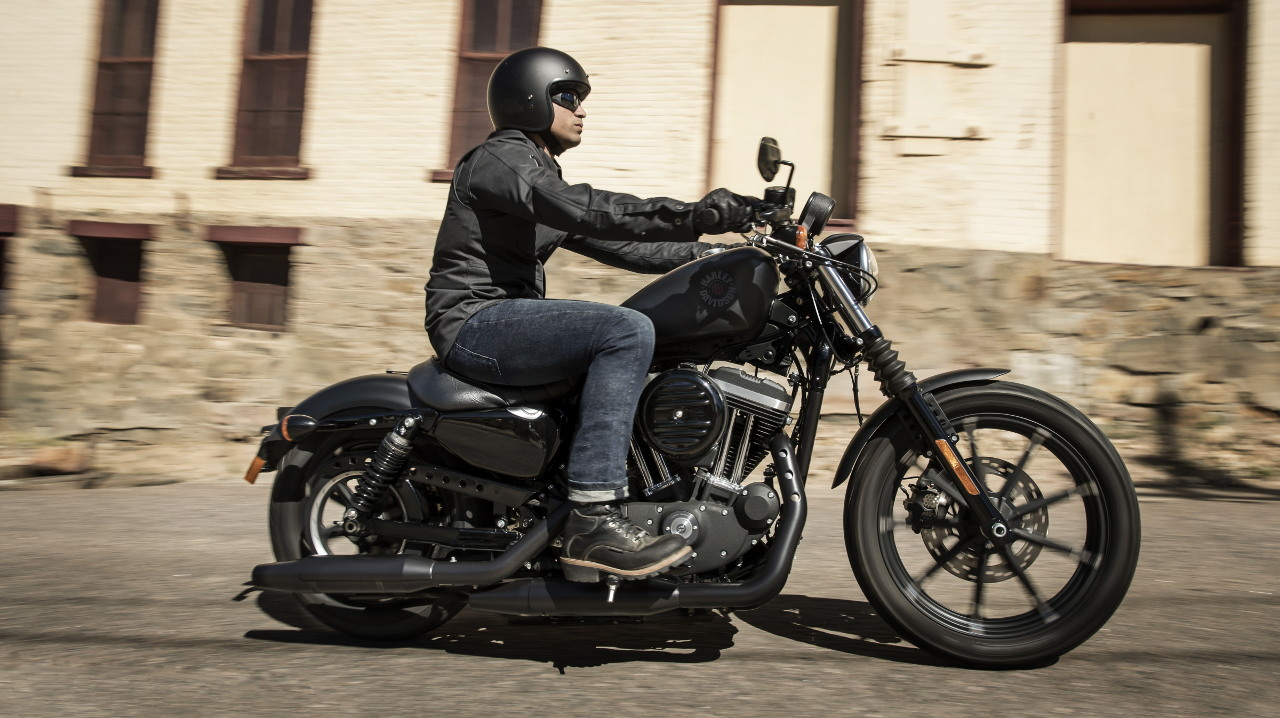 Harley-Davidson Sportster Iron 883 - Κάντε ένα Test-Ride τώρα!