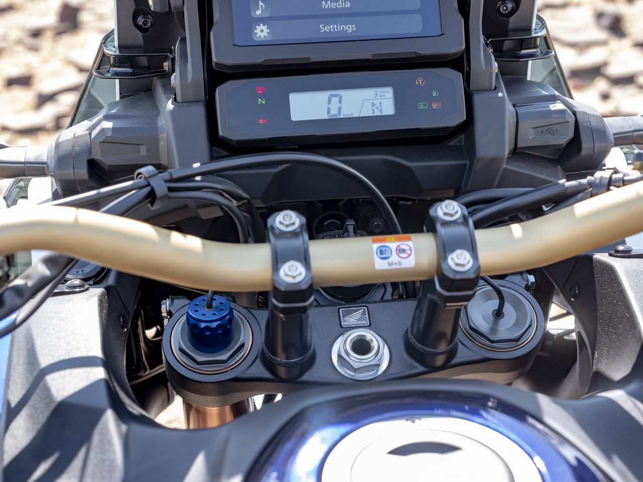 189542 20YM Africa Twin Adventure Sports with Electronic Suspension