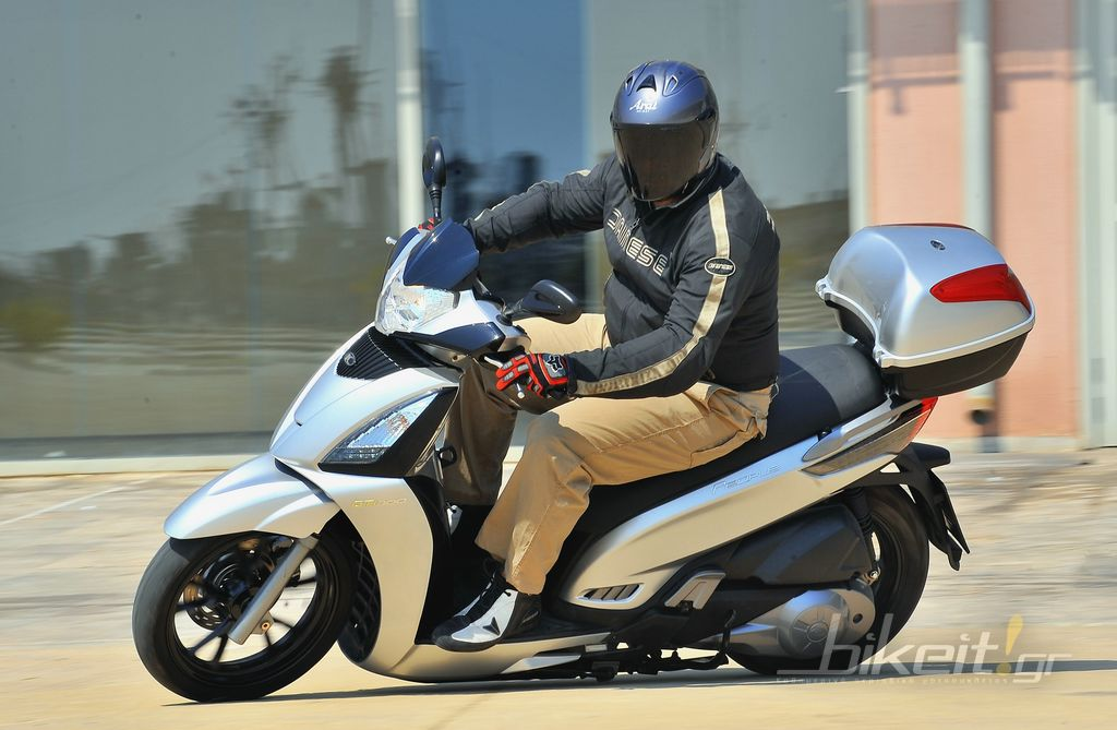 Test - Kymco People 300 GTI Top Case 2011