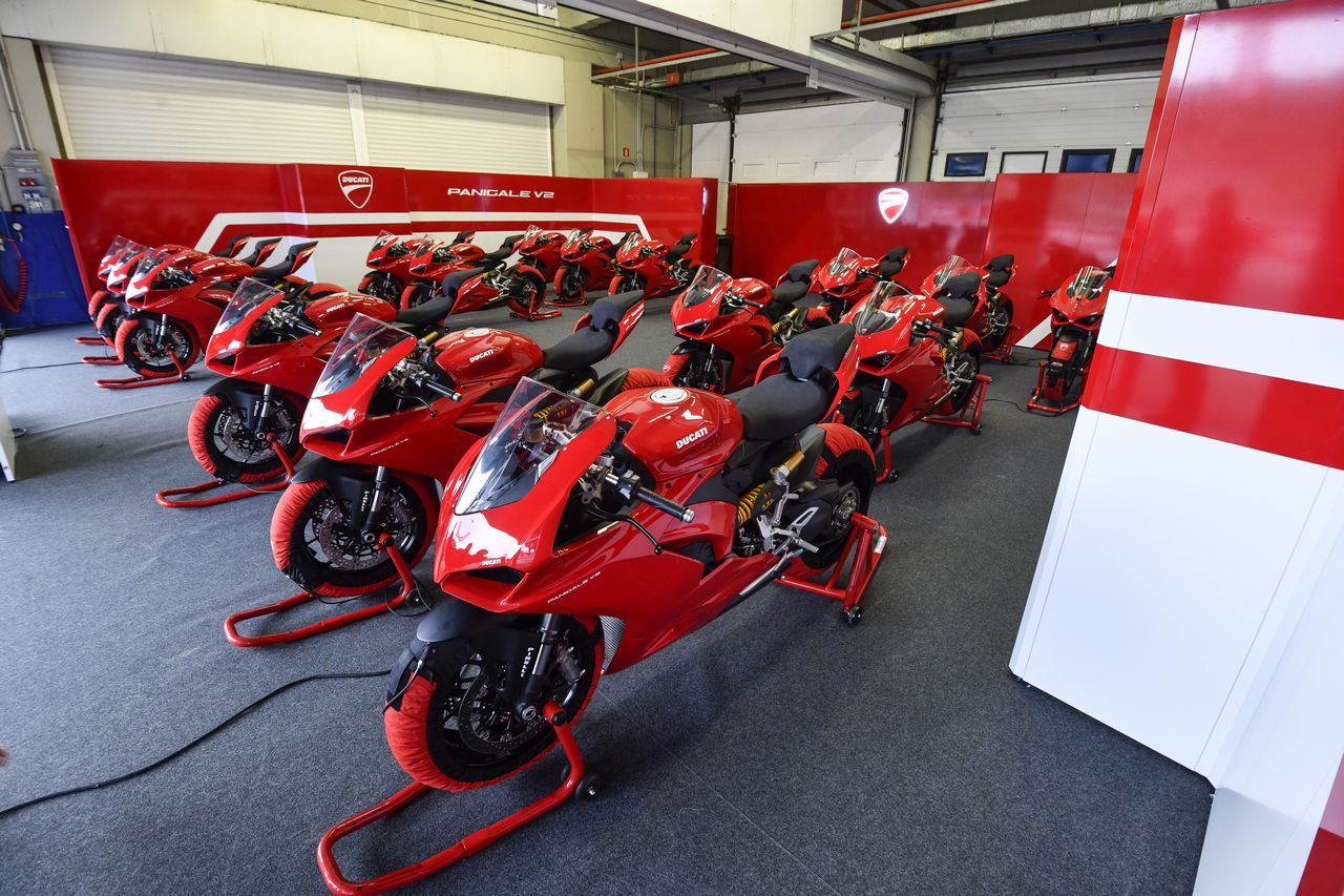 DUCATI PANIGALE V2 AMBIENCE 24