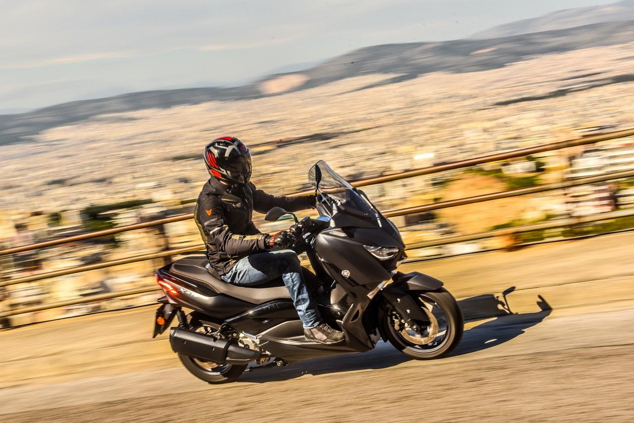 TEST - Yamaha XMAX 300 Iron Max 2019 - BIKEIT!