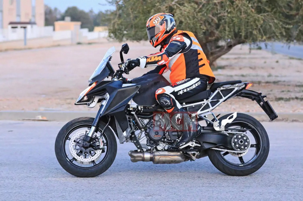 KTM 1290 Super Duke GT 2021 – Spy pics