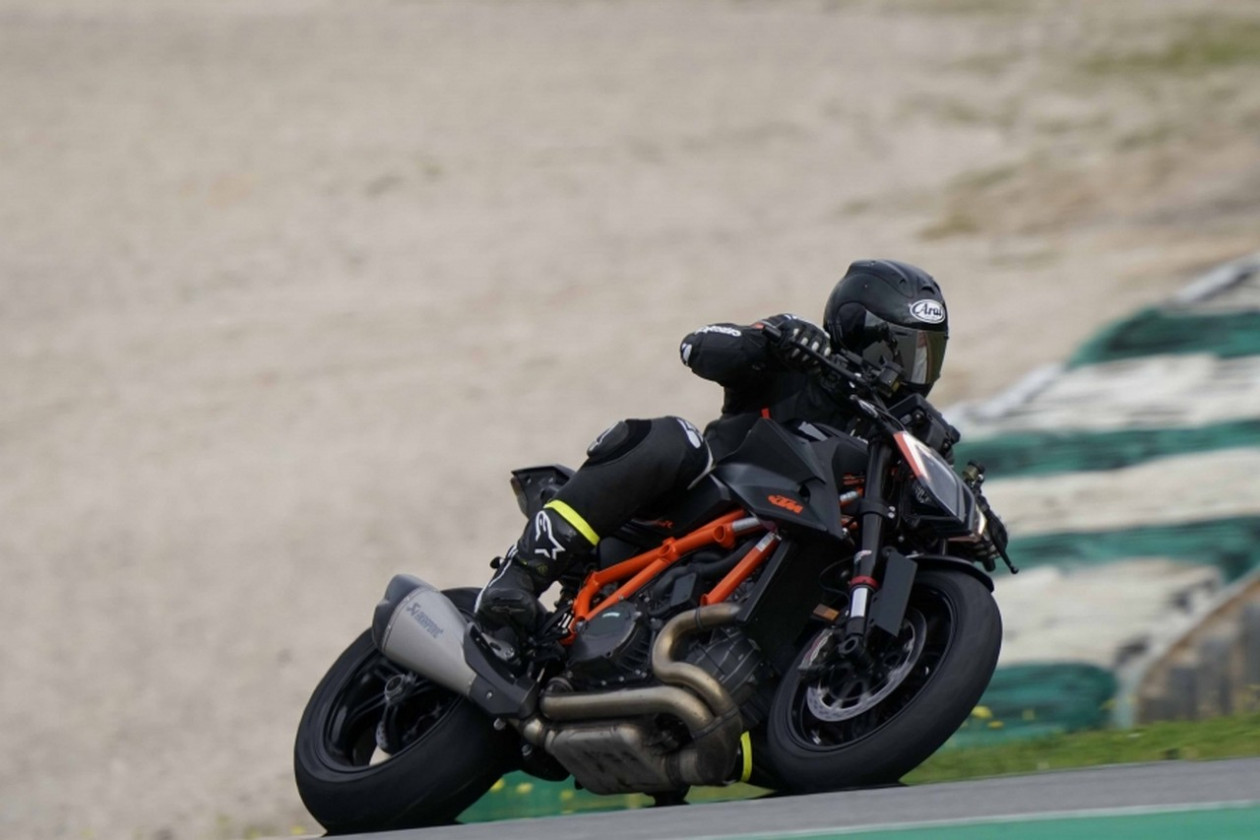 TEST - KTM 1290 Super Duke R 2020
