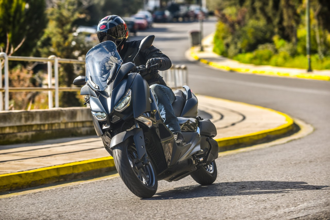 TEST - Yamaha XMAX 300 Iron Max 2019